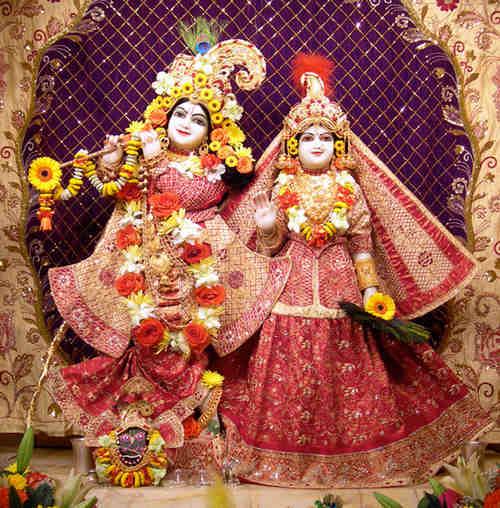 Phoolon me saj rahe hai, Shri Vrindavan Bihari